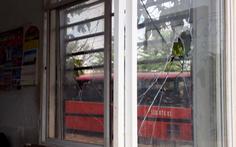 Hàng chục thanh niên cầm hung khí đập phá ký túc xá công nhân