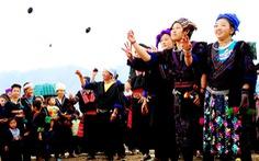Chi hơn 200 tỉ bảo tồn trang phục truyền thống, hiệu quả quá mơ hồ!