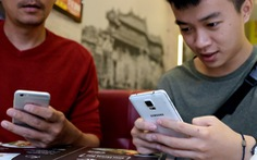Đừng trách trẻ nhỏ khi người lớn không thể sống thiếu smartphone