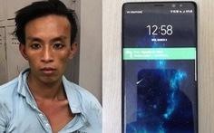 Cảnh sát hình sự phóng xe qua nhiều đường truy bắt kẻ cướp điện thoại