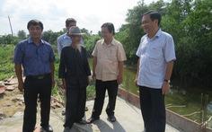 Đồng Tháp tặng smartphone cho 'Hai Lúa' để 'quẹt quẹt' làm nông