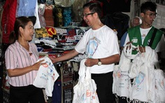 TP.HCM tặng túi tái chế cho người dân trong Ngày làm sạch rác thải nhựa