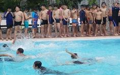 Học sinh tiểu học thích thú với 'Ngày hội xuống nước'