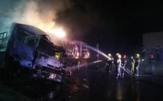 Hai xe tải cháy dữ dội sau va chạm, hai người tử vong