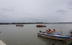 Nữ sinh nhảy cầu Hồ tự tử nghi do bị hiếp dâm