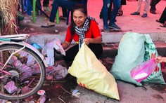 Từ TP.HCM đến lễ hội ở Cần Thơ để... dọn rác