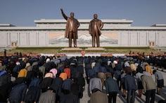 Người dân Triều Tiên mừng ngày sinh nhà sáng lập đất nước