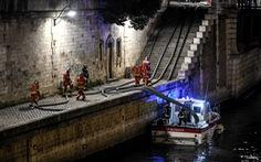 Hút nước sông Seine dập lửa Nhà thờ Đức Bà Paris