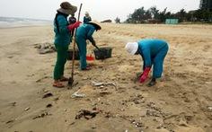 Cảnh cáo bí thư xã để vợ kê khai con gái nhận đền bù sự cố môi trường biển