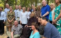 Đoàn thượng nghị sĩ Mỹ thăm thiền sư Thích Nhất Hạnh tại Huế