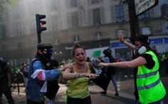 Người biểu tình áo vàng đụng độ cảnh sát Paris