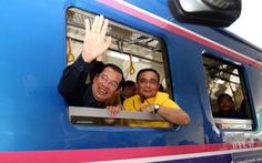 Hai thủ tướng Campuchia và Thái Lan đi xe lửa cùng nhau