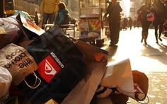 Sau lệnh cấm túi nilông, New York chuẩn bị đánh thuế túi giấy