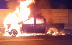 Xe bán tải cháy ngùn ngụt trên cao tốc TP.HCM - Long Thành - Dầu Giây