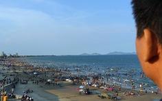 Bãi tắm nào ở Vũng Tàu cũng đang ngập du khách