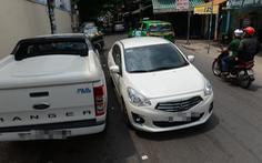 Ôtô, xe khách đậu loạn xạ ở trung tâm TP.HCM