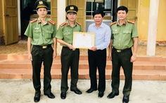 Được Bộ Công an khen thưởng vì dũng cảm quật ngã tên cướp có súng