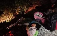 Bác sĩ đi 4km cấp cứu bé sinh non và bị đẻ rơi