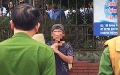 Giải cứu nam thanh niên 'ngáo đá', tự cứa dao vào cổ