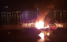 Cháy tàu cá đang neo đậu trên sông Hàn
