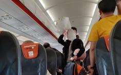 Máy bay trễ 30 phút vì nam thanh niên cãi nhau với người yêu