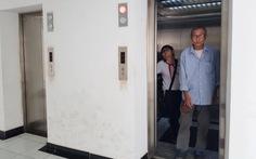 Sau nhiều vụ sàm sỡ trong thang máy, cư dân chung cư lo chuyện camera