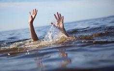 Rủ nhau tắm sông, 4 thanh niên vướng dòng xoáy chết đuối