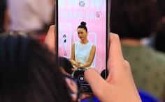 Người hâm mộ đội mưa dự buổi ra mắt sách của 'đả nữ' Ngô Thanh Vân
