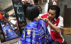 Chàng Việt kiều cắt tóc miễn phí lúc nửa đêm ở Sài Gòn