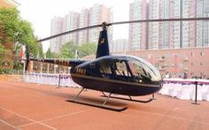 Tranh cãi việc người chở con đi học bằng trực thăng