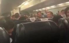 Video 'Man xanh' hát hò trên máy bay 'chọc quê' Liverpool