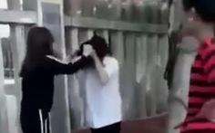 Bảo vệ bạn, nữ sinh lớp 10 bị đánh hội đồng suốt nửa tiếng sưng má, tím mắt