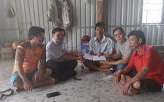 Trao gần 40 triệu đồng ủng hộ gia đình nghi ngạt khí CO2 ở xã đảo Thổ Châu