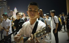 'Du ca đường phố' khuấy động đêm phố biển Nha Trang