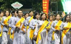 Hàng ngàn Phật tử Huế rước Phật  lên Tổ đình Từ Đàm