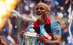 Đội trưởng Kompany chia tay Manchester City sau cú ăn 3 lịch sử