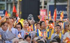 Hàng ngàn tăng ni, phật tử mừng Phật đản tại Việt Nam Quốc Tự