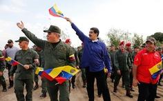 Quân đội Venezuela tuyên bố 'chờ Mỹ với vũ khí trong tay'