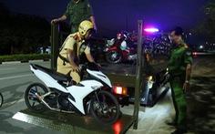 Ngăn chặn hơn trăm thanh niên đua xe, hai cảnh sát bị thương