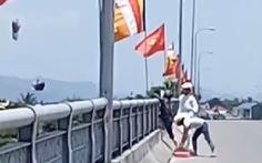 Lại xuất hiện clip ném vàng mã xuống sông Hương