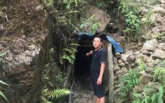 Cảnh sát ập vào hầm vàng bắt quả tang 7 'vàng tặc' cùng thuốc nổ