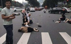 Trung Quốc: Xe 'điên' lao vào đám đông, hàng chục người bị thương