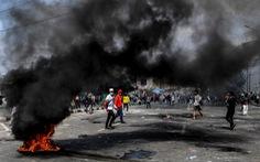 Thủ đô Indonesia ngột ngạt trong khói lửa: 6 người chết, 200 người bị thương