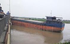 Cầu An Thái trên tuyến Quốc lộ 17B lại bị tàu thủy đâm hỏng