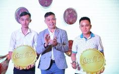 Triển lãm lon Coca-Cola 'khổng lồ' khiến giới trẻ hào hứng