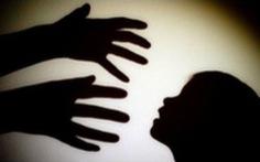 Khởi tố, cấm đi khỏi nơi cư trú bị can dâm ô 6 bé gái hàng xóm