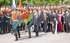 Video: đội quân danh dự Nga diễu binh chào mừng Thủ tướng Nguyễn Xuân Phúc