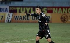 Video thủ môn Bùi Tiến Dũng 'bó tay' trước bàn thắng của Thế Vương