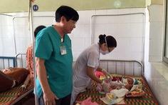 Sản phụ nghèo mang song thai 'mẹ tròn con vuông'
