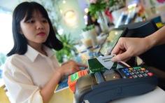 Cà thẻ trả tiền và những chuyện không thể hiểu